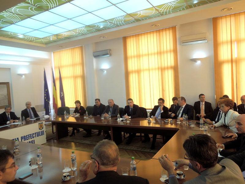Autorităţile judeţene au cerut sprijinul premierului Cioloş, la întâlnirea de la Iaşi