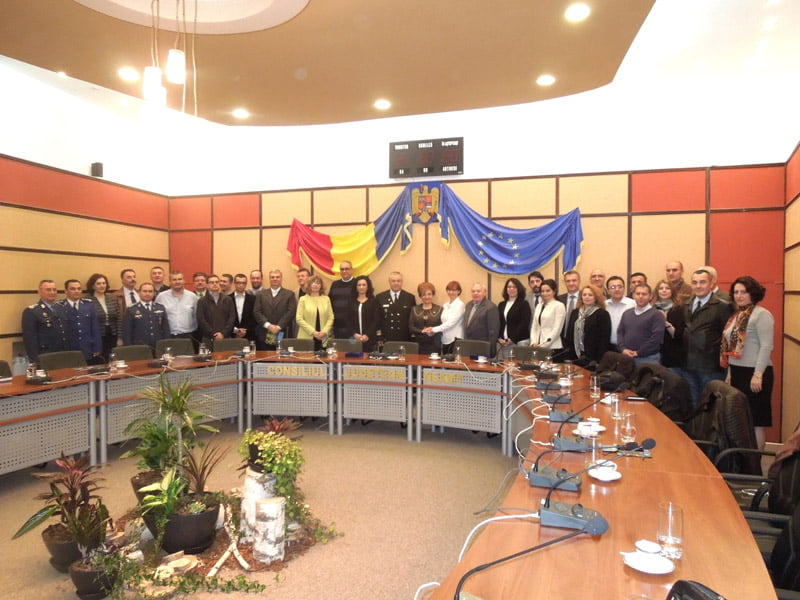 Cursanţi de la Colegiul Naţional de Apărare, în documentare la Consiliul Judeţean Neamţ