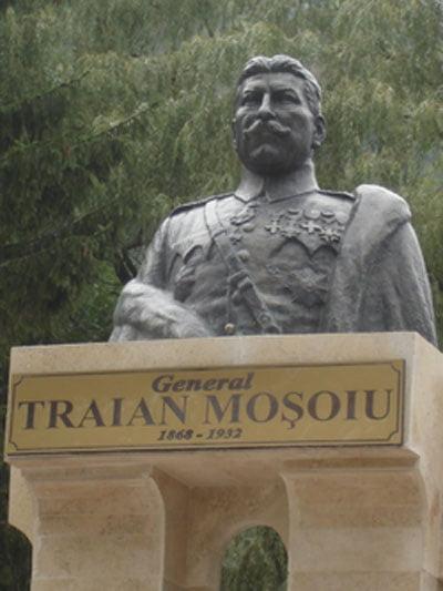 Bustul generalului Traian Moșoiu din localitatea Bran, judeţul Brașov