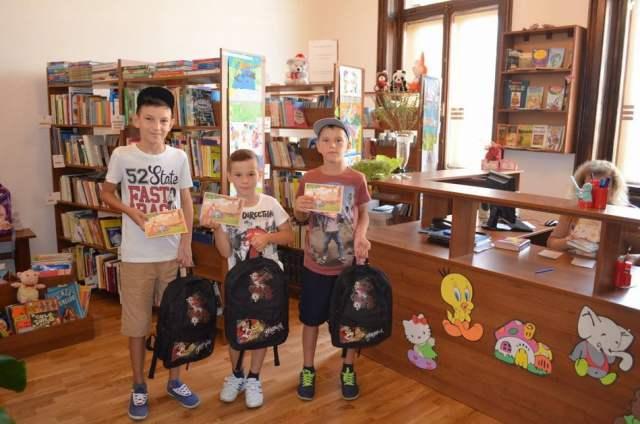 copii-premiere-carti-biblioteca-1