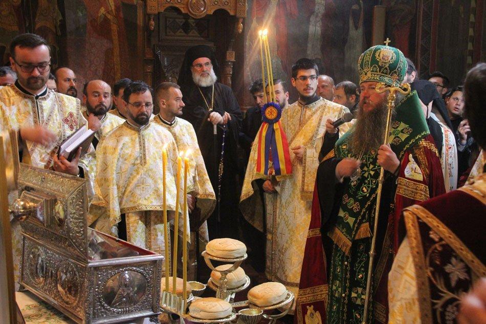 Slujbă închinată Sf. Cuvioase Parascheva, la Arhiepiscopia Romanului