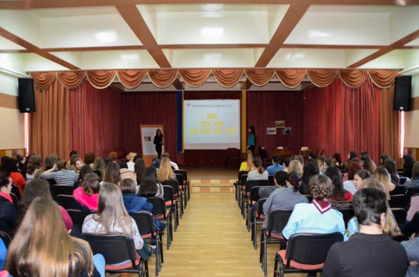 """Elevii Colegiului Tehnic """"Petru Poni"""" învață tainele antreprenoriatului"""
