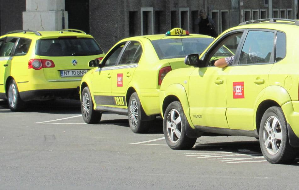 În Roman există 255 de mașini de taxi
