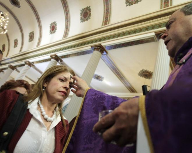 Miercurea Cenușii. Credincioșii romano-catolici intră în Postul Mare