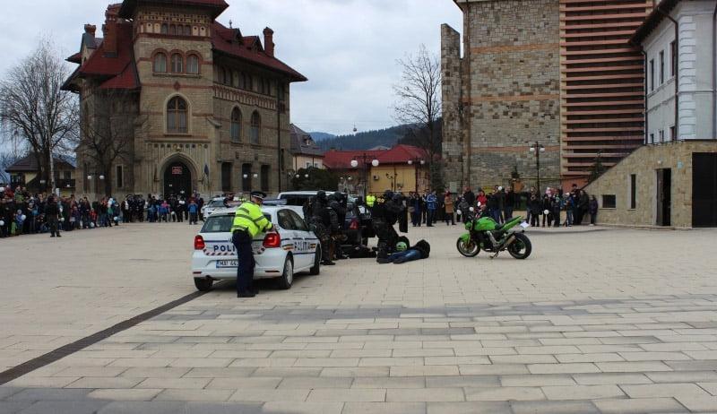 [FOTO] Exerciții de imobilizare a infractorilor și de eliberare a ostaticilor, de Ziua Poliției