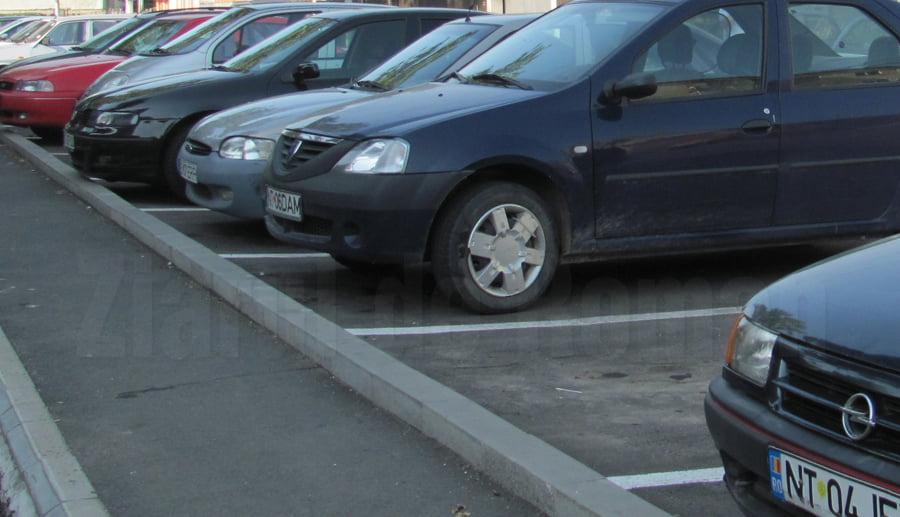 Licitație pentru închirierea de locuri de parcare în Roman, pe 28 octombrie