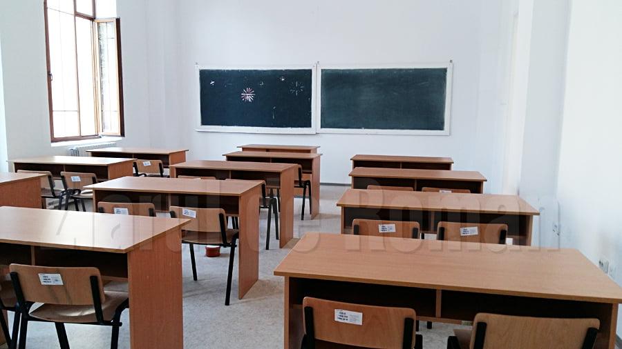 52 de elevi și 13 angajați din învățământ cu infecție COVID-19, 31 de clase în sistem online în județul Neamț