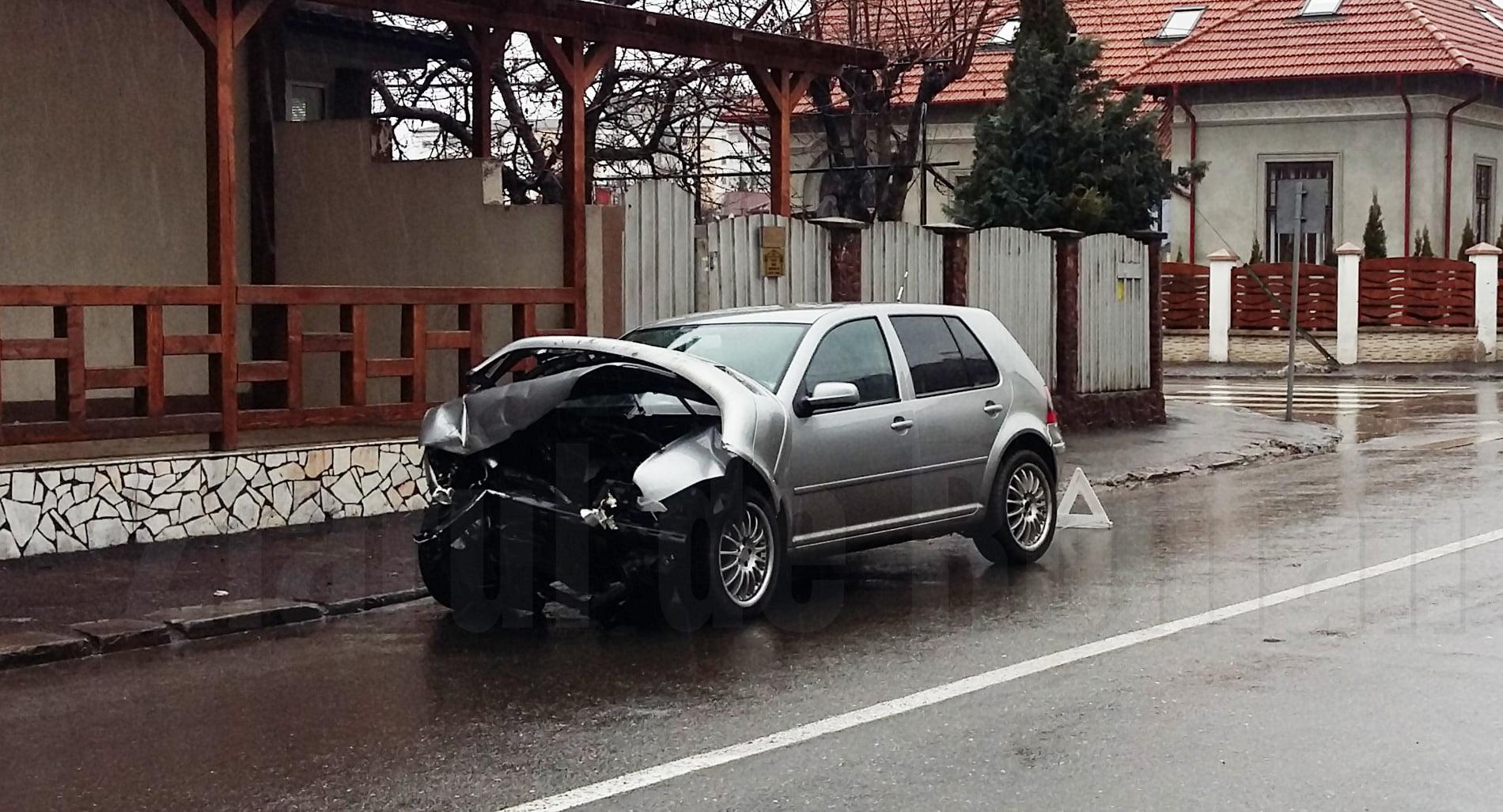 Șoferi cu permisele reținute, după un accident soldat cu rănirea a două persoane