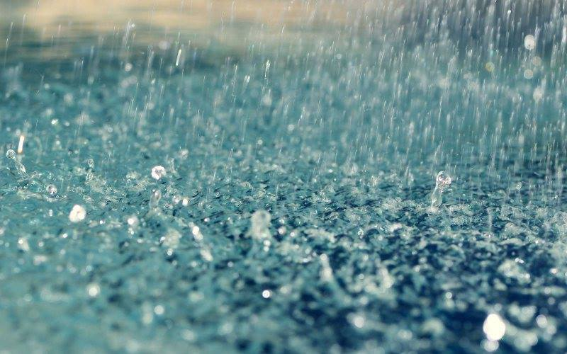 Ploile continuă să cadă în averse, până miercuri dimineață