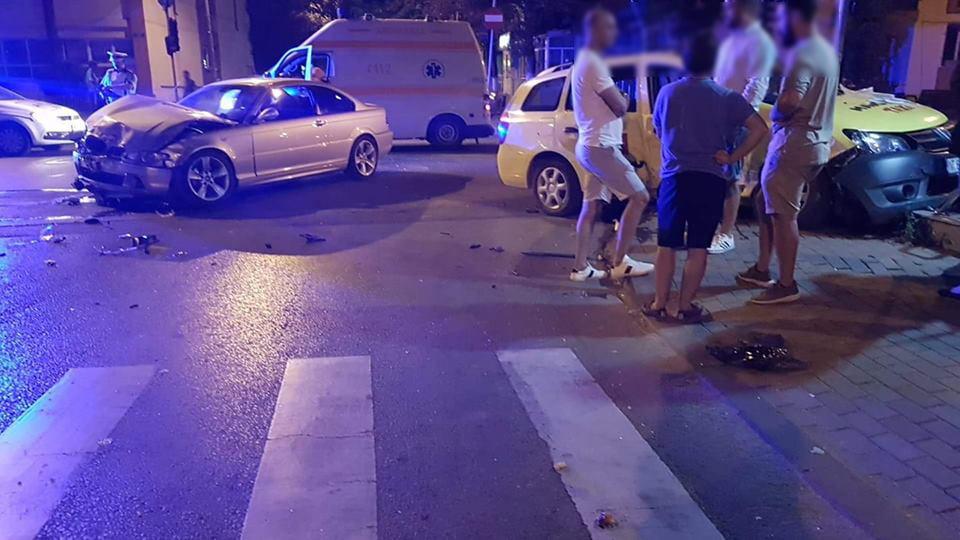 Taxi implicat într-un accident cu trei victime, pe strada Cuza Vodă