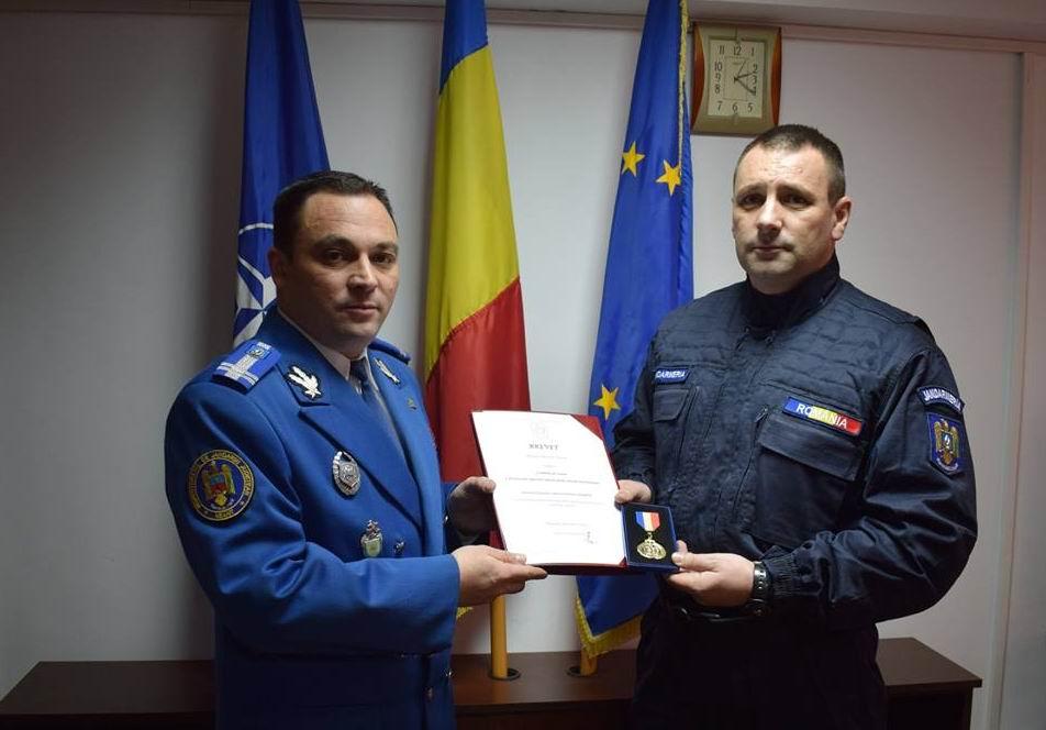 Jandarm nemțean decorat cu Emblema de Onoare pentru misiuni internaționale