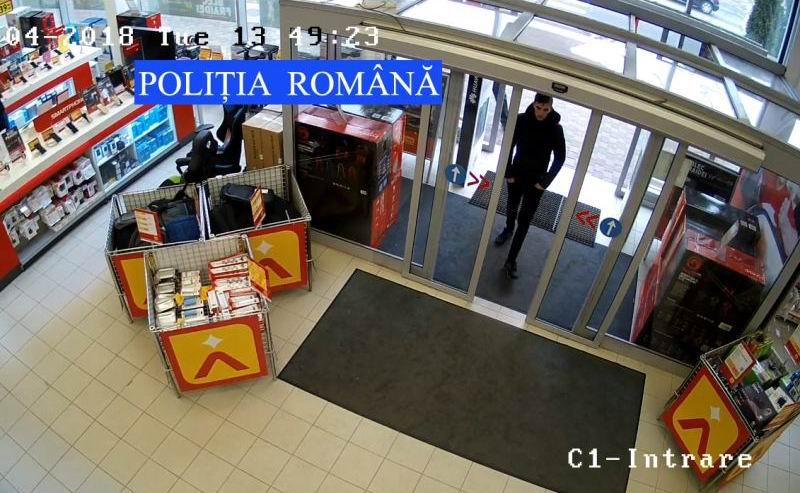 Căutat de polițiști după furtul unui joystick dintr-un magazin