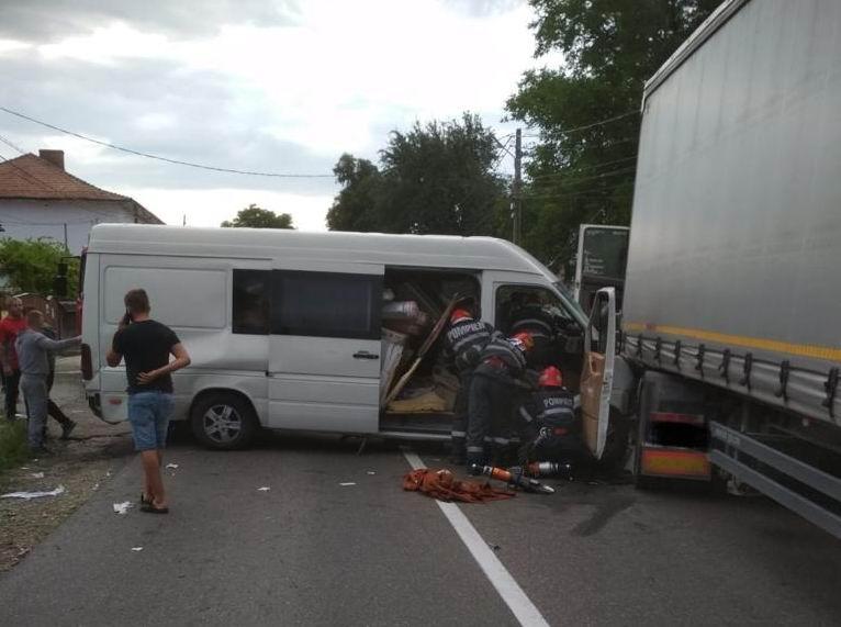 Un șofer din Săbăoani a provocat un accident cu cinci victime lângă Tîrgu Neamț
