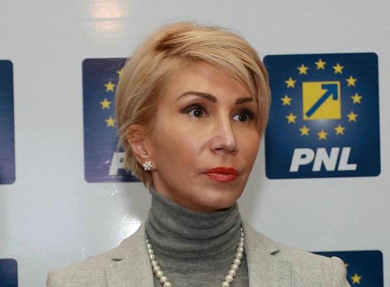 """Raluca Turcan, prim-vicepreședinte PNL: """"Klaus Iohannis este garanția faptului că România poate face pasul către normalitate. A folosit fiecare pârghie constituțională ca să blocheze PSD!"""""""