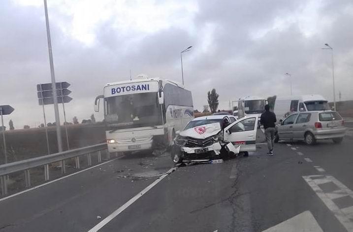 Neacordarea de prioritate, cauza unui accident soldat cu doi răniți, pe E 85