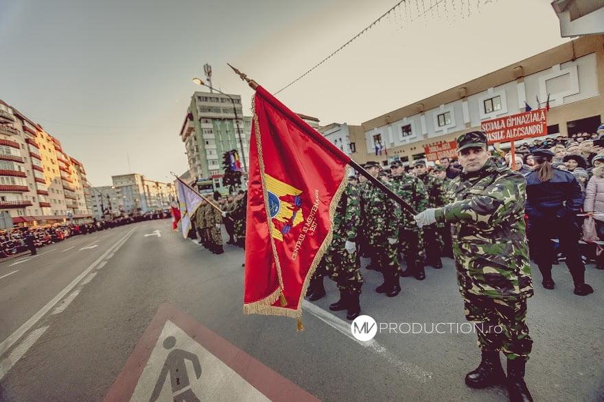 [VIDEO] 8.500 de romașcani au participat la parada de 1 Decembrie din Piața Roman Vodă