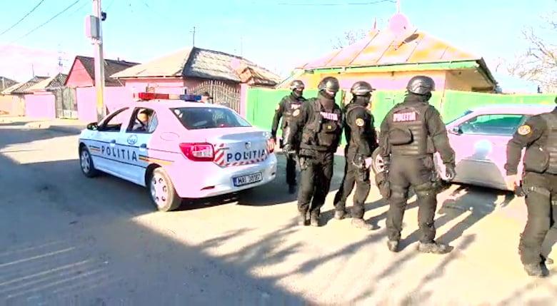 [VIDEO] Acțiuni ale polițiștilor la Roman, Piatra Neamț și Moldoveni, pentru sancționarea nerespectării ordonanțelor militare