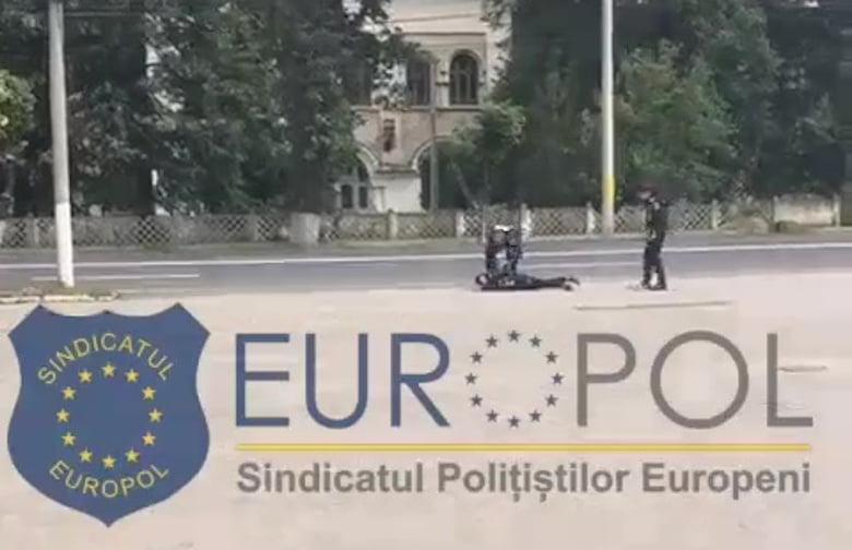 [VIDEO] Romașcan imobilizat de forțele de ordine, după ce a amenințat că își dă foc
