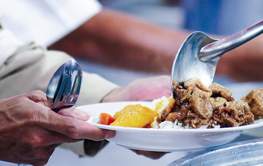 Tichete sociale de la Guvern pentru mese calde categoriilor defavorizate. Peste 9.000 de beneficiari în Neamț
