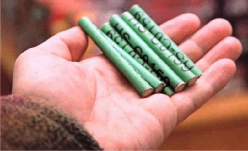 Materiale pirotehnice deținute ilegal, confiscate de polițiștii romașcani