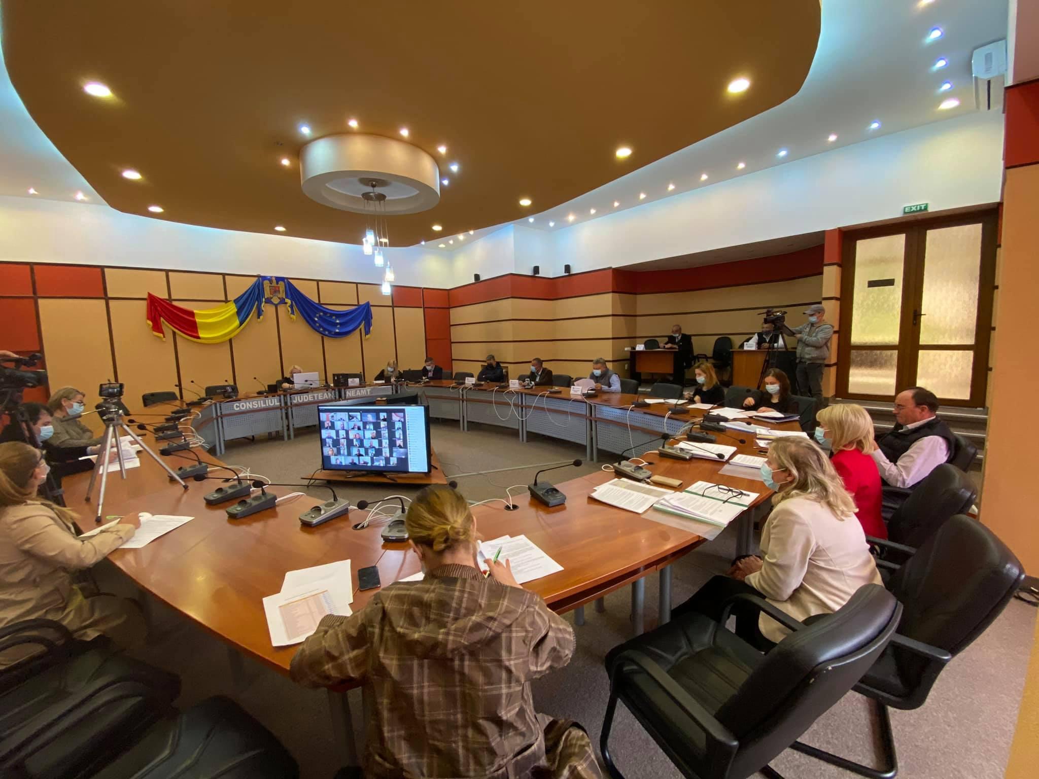 Consiliul Județean împrumută 100 de milioane de lei pentru drumurile din Neamț