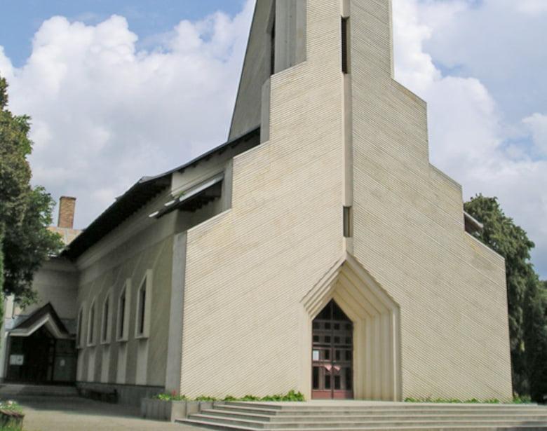 Preoți parohi noi în biserici romano-catolice din Gherăești, Tețcani și Săbăoani, de la 1 septembrie
