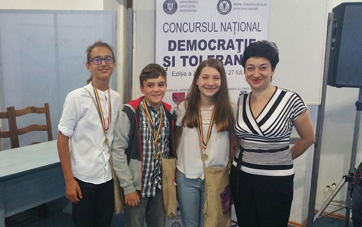 """Echipajul Colegiului Național """"Roman-Vodă"""", pe podium la Concursul Naţional """"Democraţie şi Toleranţă"""""""