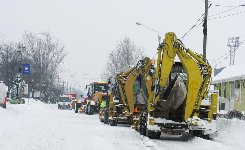 Lucrări de pregătire a drumurilor pentru iarnă