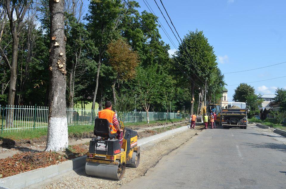 Se montează mobilierul urban pe strada Eternității