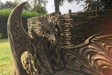 Un tronco, una motosega, un'abilità e creatività fuori dal comune…. ed ecco il risultato.