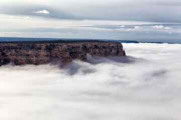"""In questo Timelapse girato nel  Grand Canyon il suggestivo e ipnotico fenomeno dell """"inversione completa delle nuvole"""""""