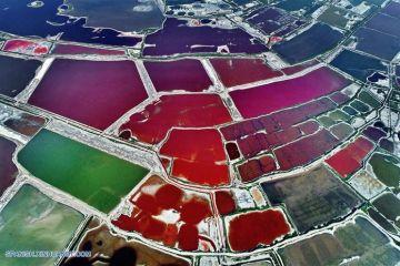Le impressionanti foto aeree del  lago multicolore di Yuncheng in Cina