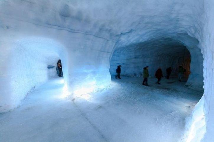 E' in Islanda Il più grande tunnel di ghiaccio del mondo