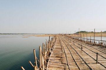 """In Cambogia c'è un ponte di bambù """"stagionale"""" vietato ai deboli di cuore"""