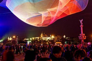 """Le spettacolari illusioni ottiche del """"Signal Festival of Lights""""  di  Praga"""