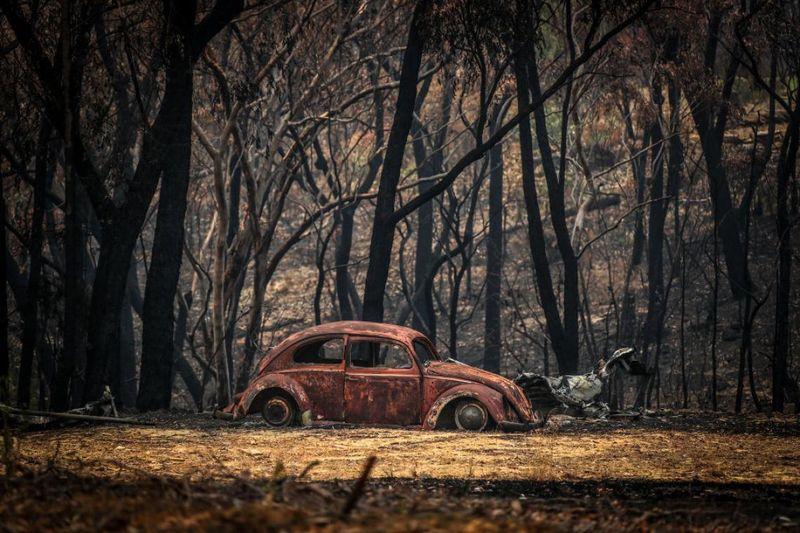 Auto tra le fiamme in Australia