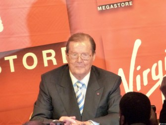 Rencontre Roger Moore31