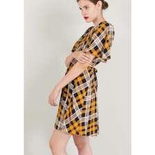 Μίνι καρό φόρεμα με ζώνη.