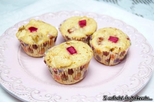 Muffiny z rabarbarem, jabłkiem i brązowym cukrem