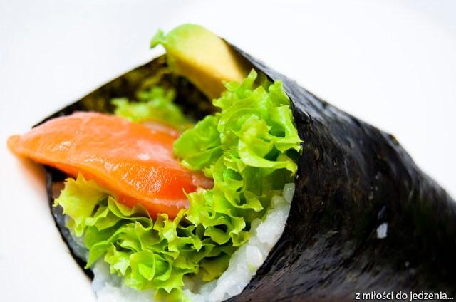 Temaki sushi z łososiem