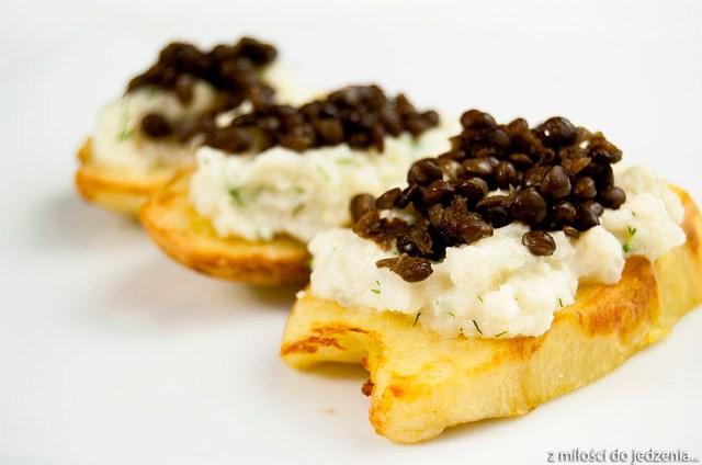 Ziemniaki z musem kalafiorowym i czarną soczewicą - wegańskie