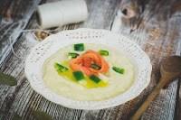 Zupa krem ziemniaczano-porowa z oliwą truflową i łososiem