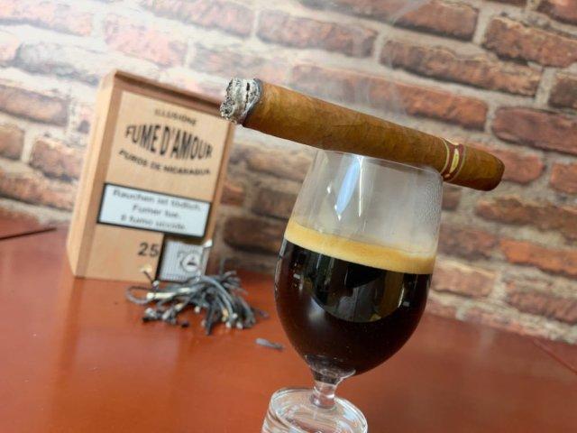 Schwarzer Kaffee zur Nicaragua Zigarre.