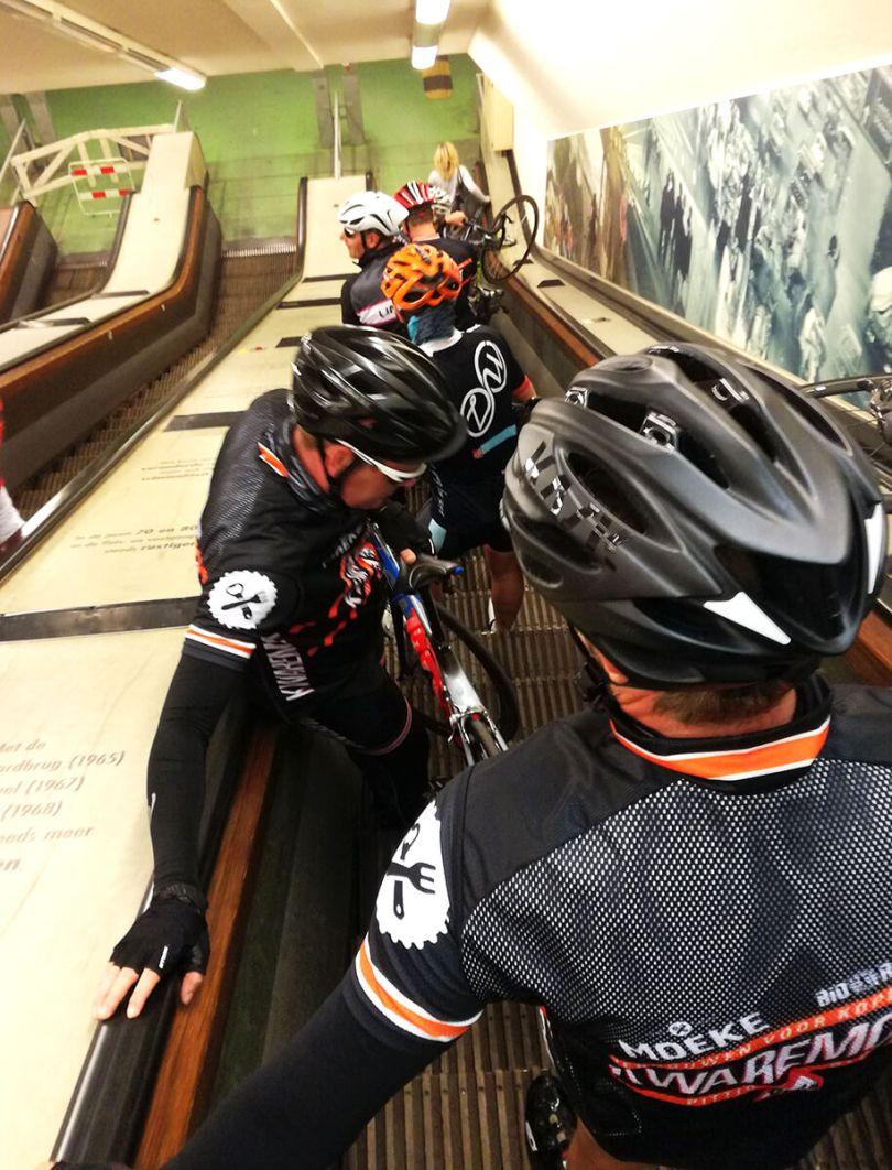 Roltrap van fietstunnel Rotterdam