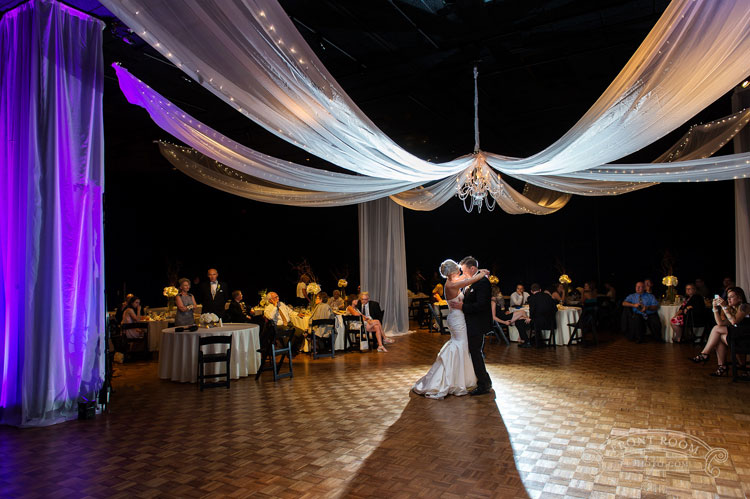 Weddings at Milwaukee Public Museum in the Steigleder Gallery