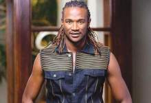 Photo of Gloat or Genuine? Jah Prayzah prays for arrested Hopewell Chin'ono