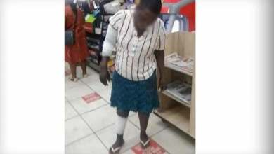 Photo of Zimbabwean woman set alight in Spar after stealing food worth R25