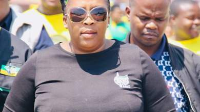 Photo of Mpumalanga Premier in trouble for not wearing mask at Mthembu funeral