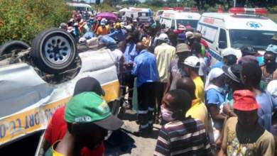 Photo of At least one dead as kombi overturns, driver flees   PHOTOS