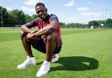 Aston Villa midfielder Marvelous Nakamba pays school fees for 1,000 students